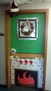 Winning Christmas Door Decorating Contest Ideas by Christmas Door Decorating Contest Winner My Roommates And I Did