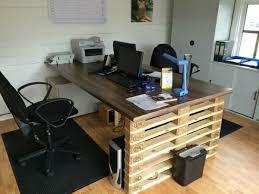 fabriquer un bureau avec des palettes palettes en bois idées de bricolage de meubles palettes en