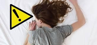 12 häufige fehler die dich bei hitze schlechter schlafen