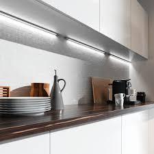 reglette cuisine avec prise eclairage led cuisine plan travail 01 luminaire conseils dco