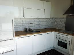 meuble haut cuisine laqué meuble de cuisine blanc laqu cuisine design blanche sans poignes