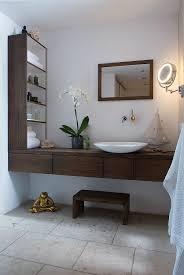 modernes badezimmer mit waschtisch und bild kaufen
