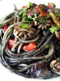 pates encre de seiche dans la cuisine de spaghettis à l encre de seiche seiches