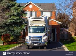 Moving Truck Parked At A House Stock Photo: 135919369 - Alamy