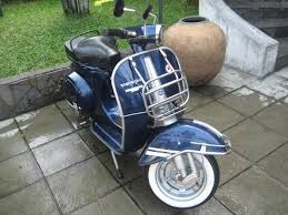 Vespa Sprint Modifikasi Biru