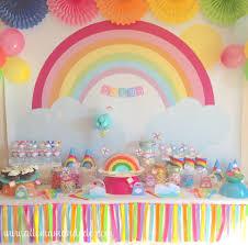 la sweet table déco d anniversaire arc en ciel les photos