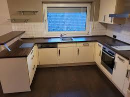 küche l küchenzeile mit theke und elektrogeräten