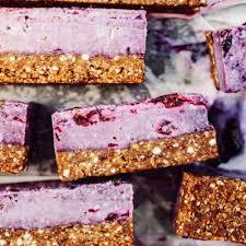 granola and blueberry cheesecakes bites