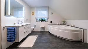 dachschrägenbad mit eckwanne gardemeier