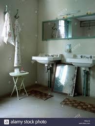 rechteckiger spiegel oben weiss waschbecken in