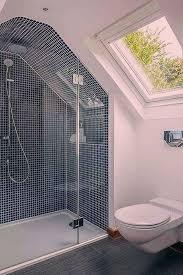 salle de bain 5m2 italienne avec mosaïque en bleu et
