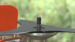 How To Attach The STIHL Brush Knife 250 Mm Cutting Blade