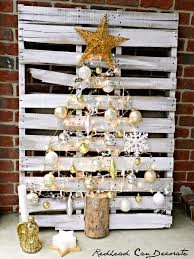Pine Cone Christmas Tree Tutorial by Pallet Christmas Tree Redhead Can Decorate