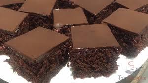saftiger schokoladenkuchen mit roter beete