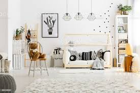 weiße schlafzimmer mit teppich stockfoto und mehr bilder babyzimmer