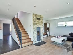 gerade treppe im wohnraum haus fertighäuser traumhaus