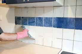 pose carrelage mural cuisine pose carrelage mural cuisine 1 le de faience newsindo co