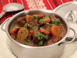 cuisiner le veau sauté de veau au vin et carottes la cuisine des jours