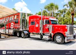 Big Red 18-wheeler Peterbilt Truck Stock Photo: 58026142 - Alamy