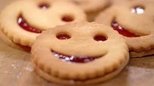 mytf1 recette cuisine recette de biscuit smiley à la fraise petits plats en equilibre