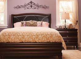 Belanie 4 pc Queen Platform Look Bedroom Set