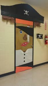 Pictures Of Halloween Door Decorating Contest Ideas by Best 25 Pirate Door Ideas On Pinterest Pirate Theme Pirate