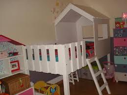 chambre enfant cabane lit cabane enfants lit enfant avec cabane perch e en l 39 air de