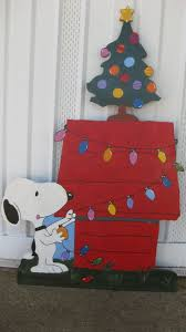 Funny Christmas Cubicle Decorating Ideas by Best 25 Snoopy Christmas Decorations Ideas On Pinterest Charlie