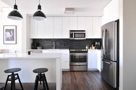 cuisine moderne blanche et credence cuisine blanche et bois free credence pour cuisine blanche