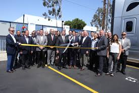 100 Penske Semi Truck Rental Leasing Opens HighSpeed Commercial Electric