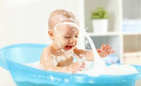 babys erstes baden zwergehuus magazin
