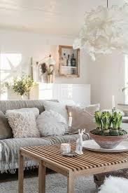 gemütliches wohnzimmer in weiß und beige bild kaufen