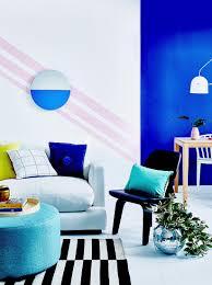 wohn und esszimmer mit kräftigen farben bild kaufen