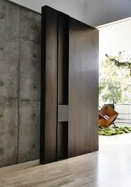 porte d entrée moderne pour habiller la grande hauteur sous