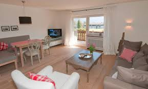 modernes wohnzimmer in der ferienwohnung wallberg mein