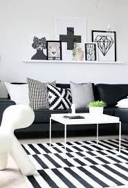 déco canapé noir les meilleures couleurs à combiner avec le noir et le blanc
