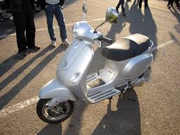 FilePiaggio Vespa LX125 2006JPG