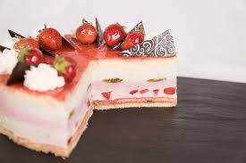 Hochzeitstorte Mit Erdbeeren Und Limetten Bäckerei Und Konditorei Eisold Torten Und Tarten