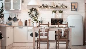 küchen idee küche im landhausstil mit weihnachtsdeko
