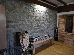 moderne wandverkleidung aus echtem stein im landhaus stil