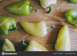 cuisiner les poivrons verts crus poivrons verts bio prêtes à cuire avec photographie ch ch