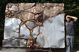 moderne wandskulptur die expansion des unbegreiflichen