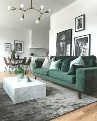 grüne elemente im wohnzimmer diyydeko club green sofa