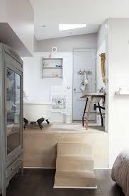blick schlafzimmer in offenes bad bild kaufen