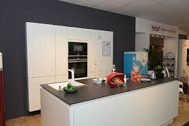 bauformat musterküche designorientierte grifflos küche mit