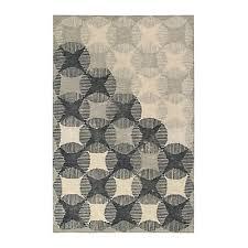 tapis aubergine pas cher tapis alinéa tapis de salon design ou en cuir berbères ou