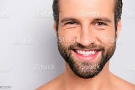nahaufnahme zugeschnittenen portrait mit textfreiraum fröhlich fröhlich virile männlich attraktive nackt unrasiert gut aussehend atemberaubenden