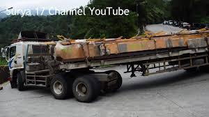 Truck Nissan Diesel Dan Hino Muatan 40 Ton Melewati Sitinjau Lauik ...