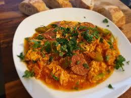 shakshuka ojja mit sucuk tunesische küche