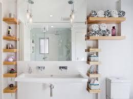das badezimmer mit diesen praktischen hacks platzsparend